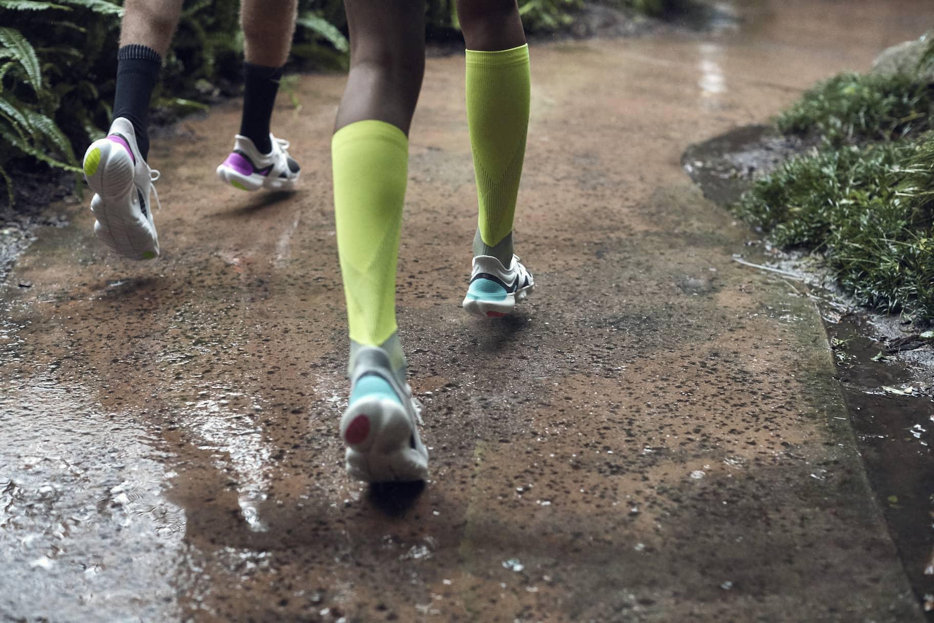 Quelle est la différence entre la stabilité et le contrôle des mouvementsen termes de chaussures de running?