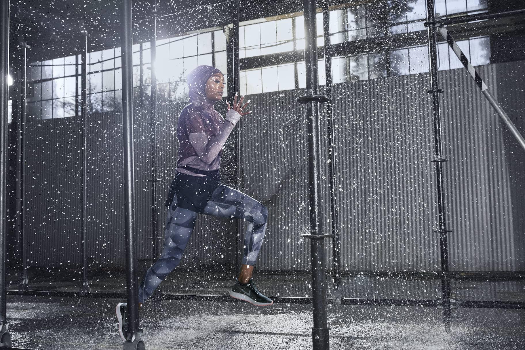 Equipación impermeable de running para correr bajo la lluvia