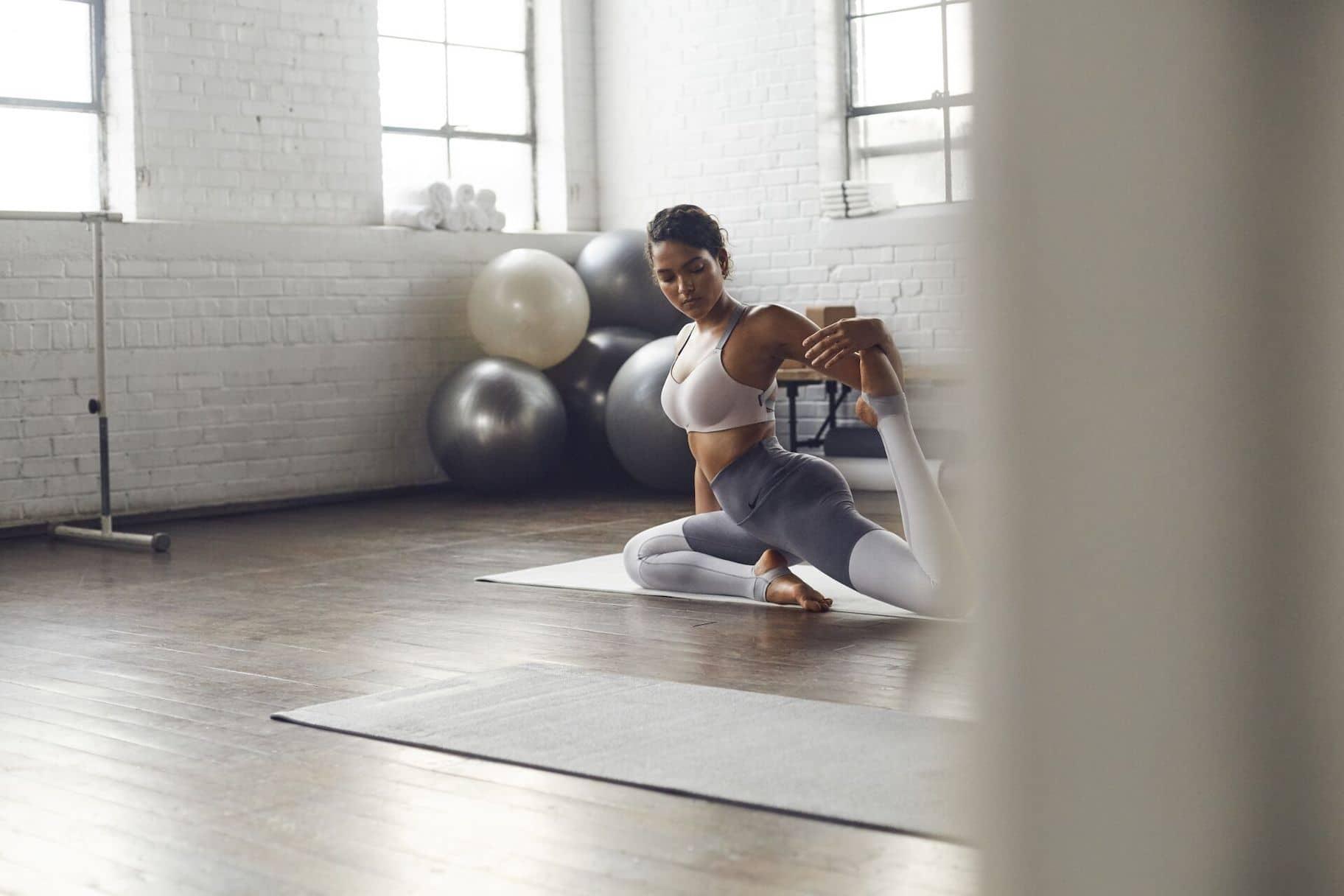 Kleding kiezen voor hot yoga: tips om fris en comfortabel te blijven