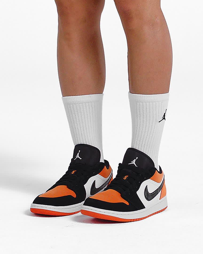 Air Jordan 1 Low Shoe. Nike IN