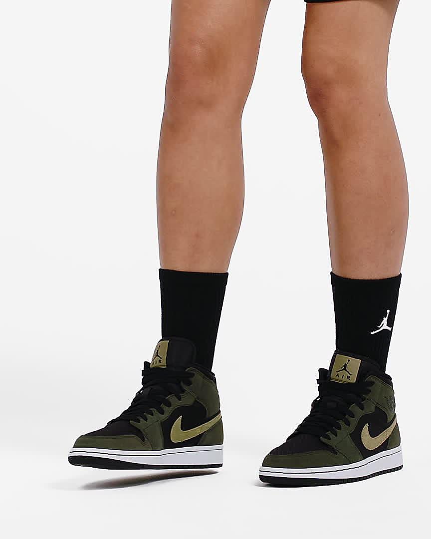 Air Jordan 1 Mid Women's Shoe. Nike LU