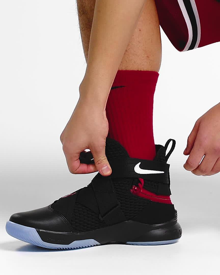 erupción templo embotellamiento  LeBron Soldier 12 FlyEase Basketball Shoe (Extra Wide). Nike.com