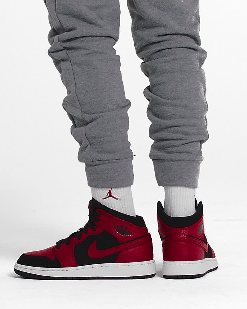 Air Jordan 1 Mid Older Kids' Shoe. Nike SG