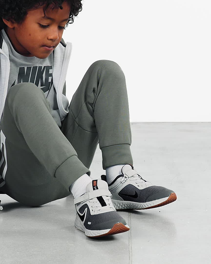 Nike Revolution 5 FlyEase Younger Kids