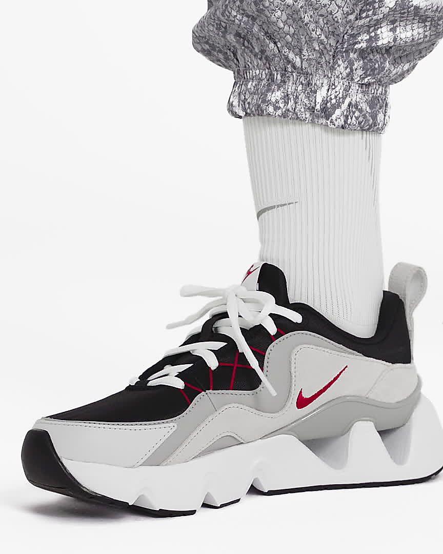 nike noir et blanche femme chaussure